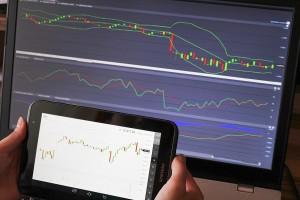 trader-looking-at-graphs